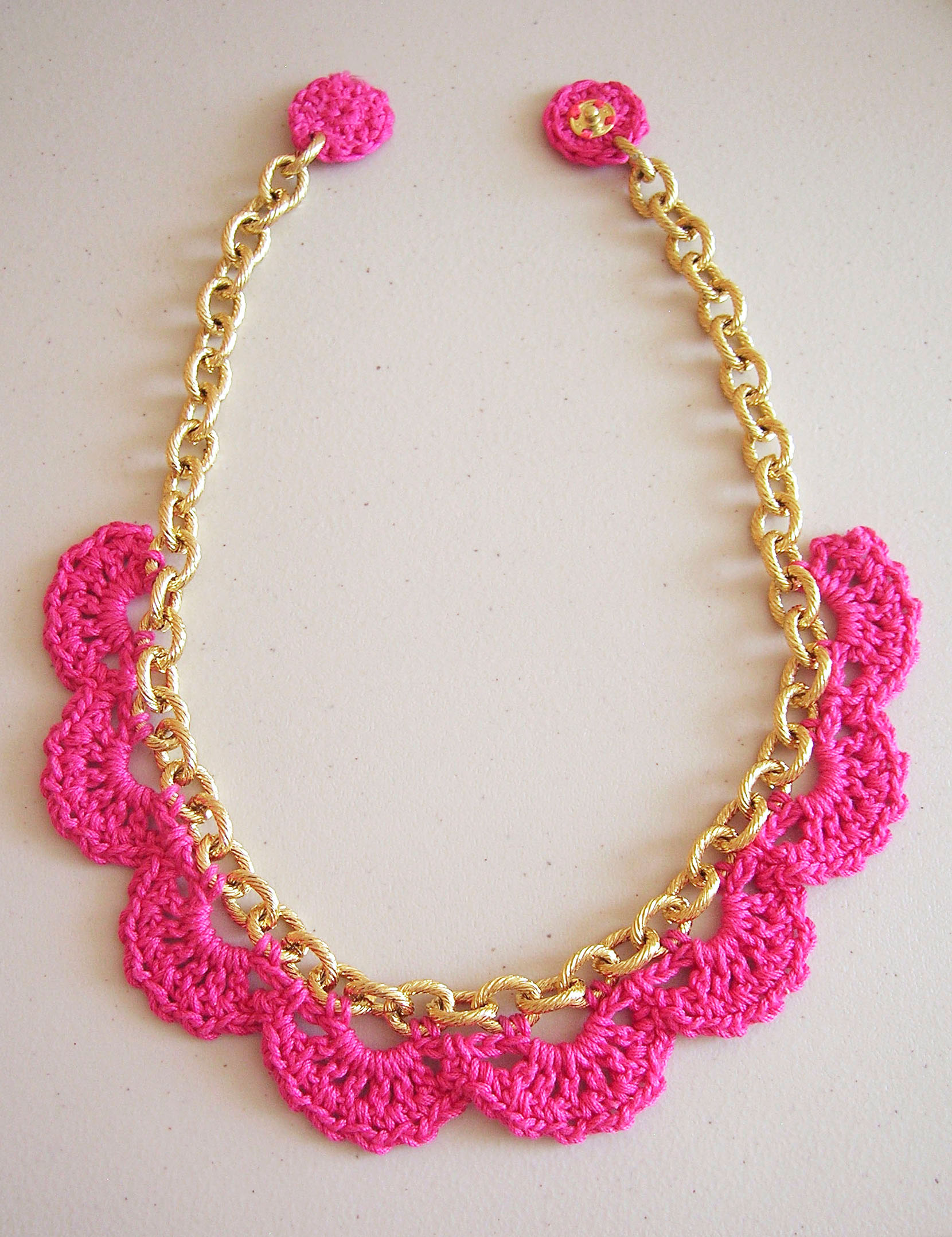 Crochet in a chain/ Crochet en una cadena