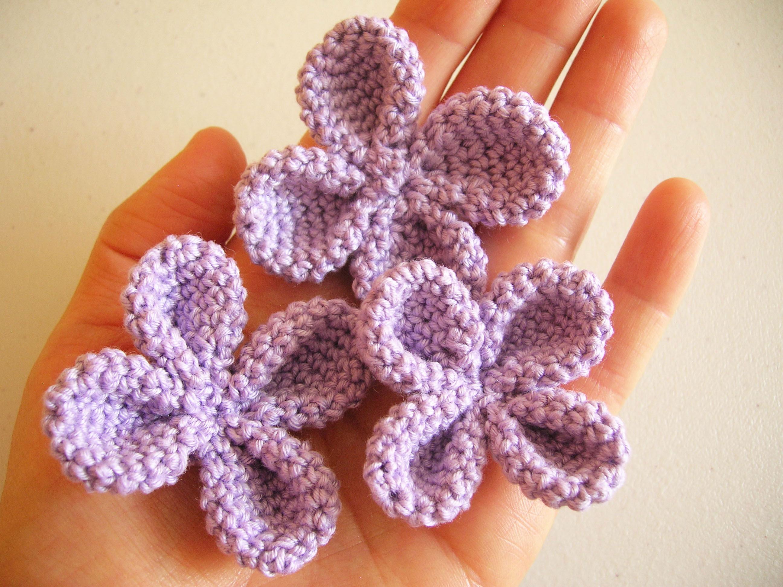 Crochet four petal flower/ Flor de cuatro petalos a ...