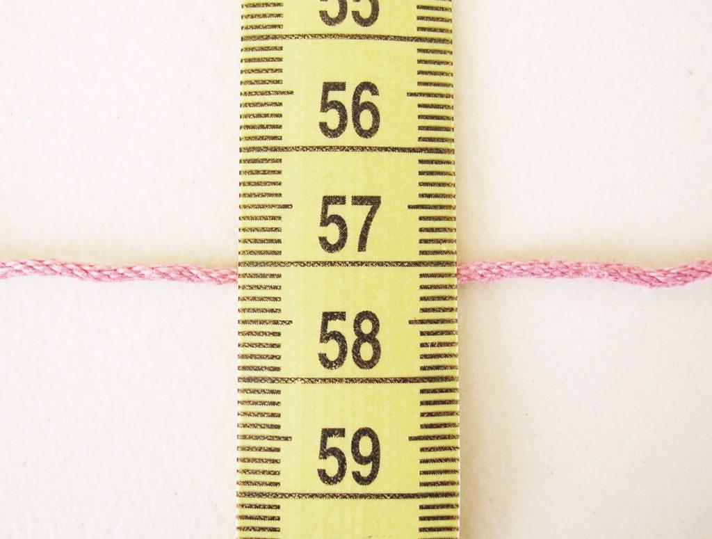 Fine cotton yarn in milimeters/ Hilaza de algodón delgada en milímetros