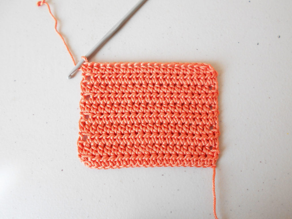 Half double crochet, back and forth/ Medio punto alto, de ida y vuelta
