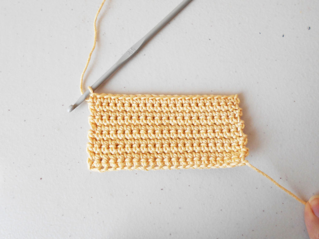 Single crochet, back and forth/ Medio punto, de ida y vuelta